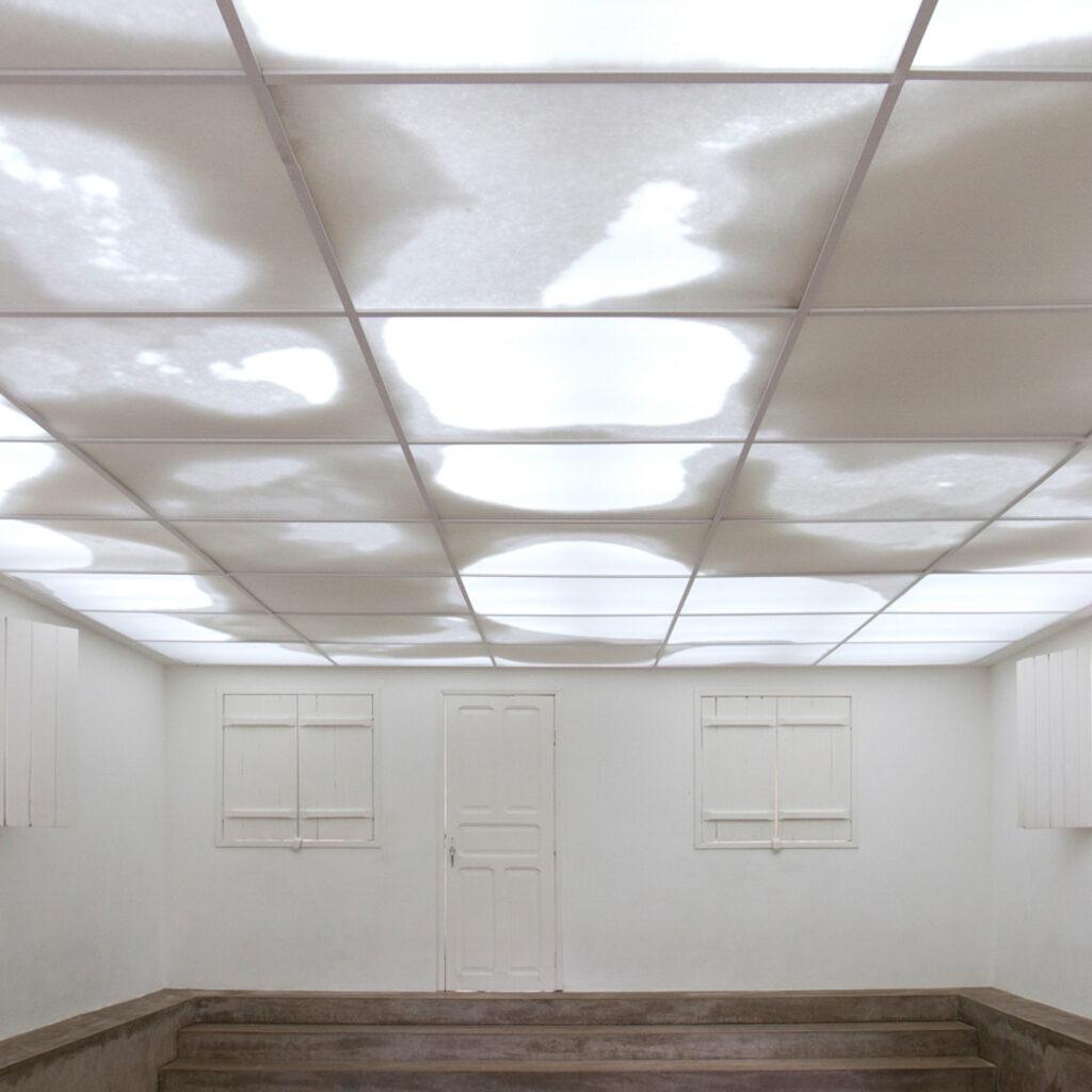 Obra Continente/Nuvem, 2008, de Rivane Neuenschwander. Acervo de arte contemporânea do Inhotim.