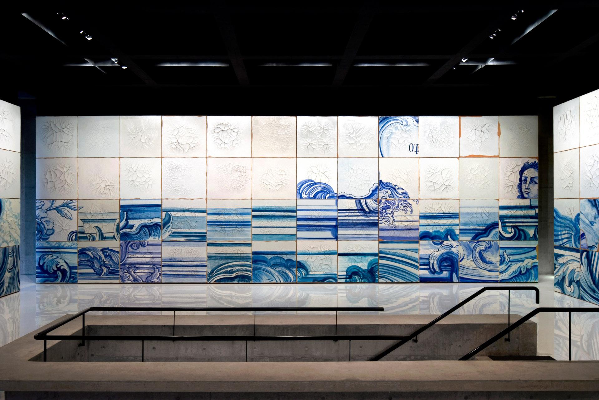 Obra  Celacanto provoca maremoto, 2004-08, de Adriana Varejão. Acervo de arte contemporânea do Inhotim