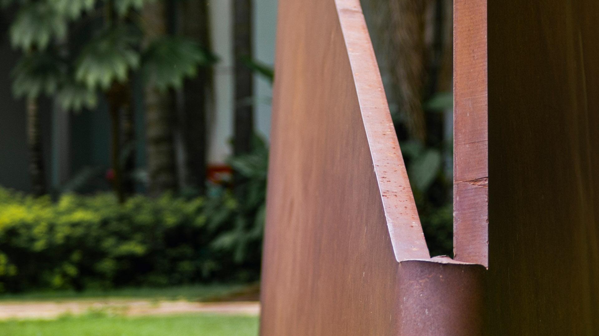 Obra Sem título, 2001, de Amilcar de Castro. Acervo de arte contemporânea do Inhotim