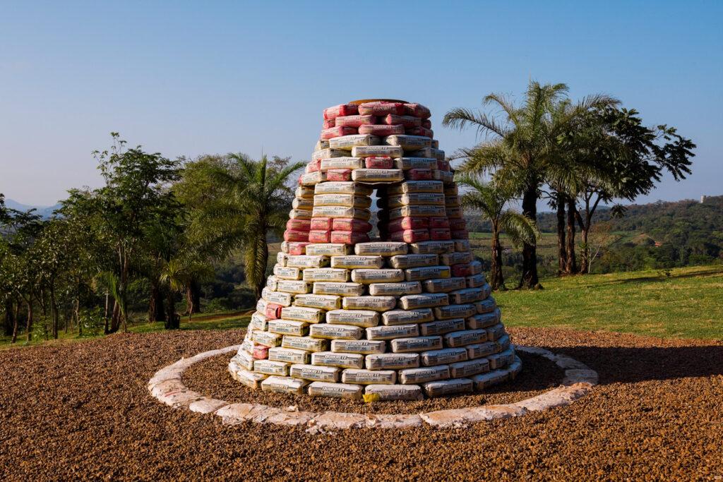 Beehive Bunker, 2006, de Chris Burden. Acervo de arte contemporânea do Inhotim
