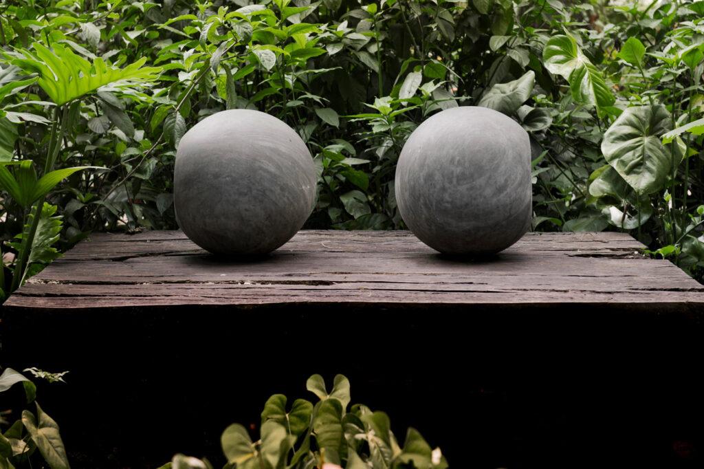 Obra Escultura para todos os materiais não transparentes, 1985. de Waltercio Caldas. Acervo de arte contemporânea do Inhotim