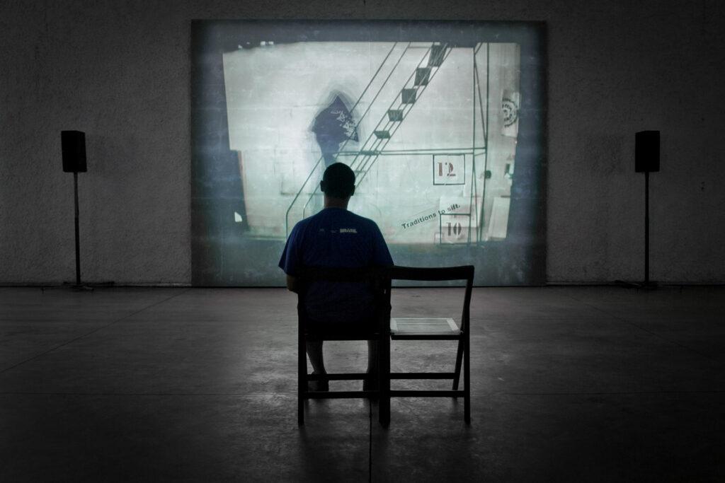 Obra I am not me, the horse is not mine, 2008, de William Kentrigde,. Acervo de arte contemporânea do Inhotim