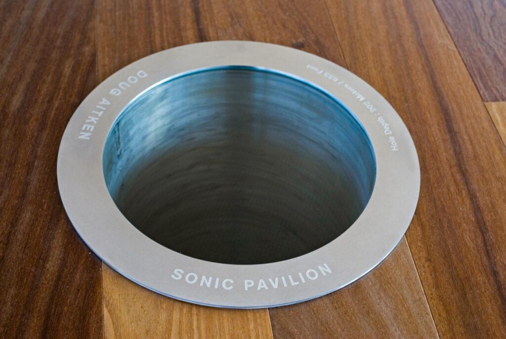 Obra Sonic Pavilion, 2009, Galeria Doug Aitken. Acervo de arte contemporânea Inhotim.
