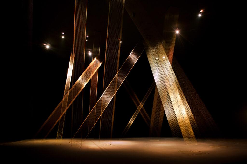 Obra Ttéia 1 C, 2002, de Lygia Pape. Galeria Lygia Pape. Acervo de arte contemporânea Inhotim