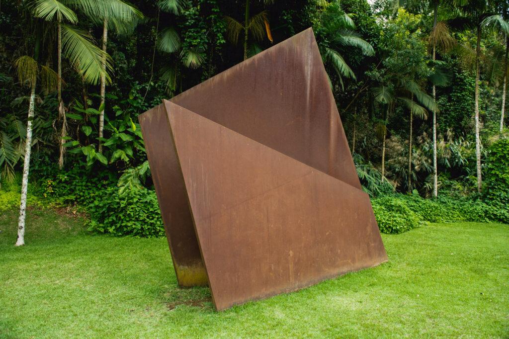 Obra Sem título, 2001, de Amilcar de Castro. Acervo de arte contemporânea Inhotim