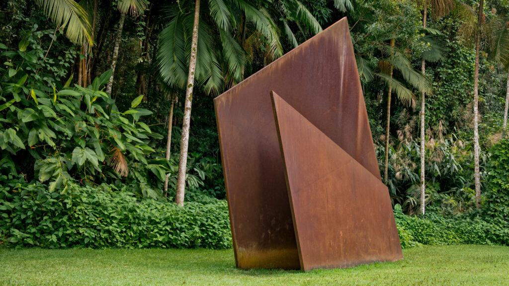 Obra Sem título, 2001, de Amilcar de Castro,. Acervo de arte contemporânea Inhotim