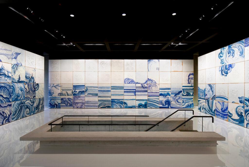 Celacanto provoca maremoto, 2004-08, de Adriana Varejão. Acervo de arte contemporânea Inhotim