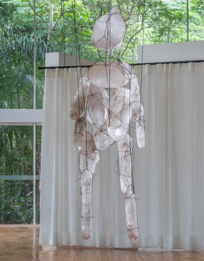 Obra sem título, da série Marionettes, 2010, de Tunga. Acervo de arte contemporânea Inhotim